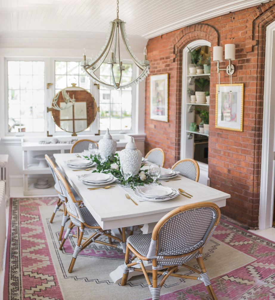 Metrie's interior finishings make an appearance throughout Leslie's charming dining room!