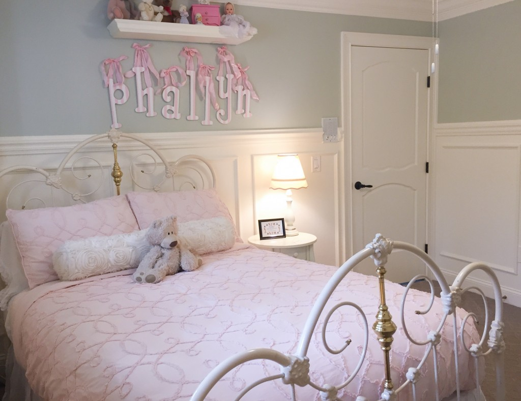 Metrie's French Curves door and trim make an appearance in this lovely bedroom