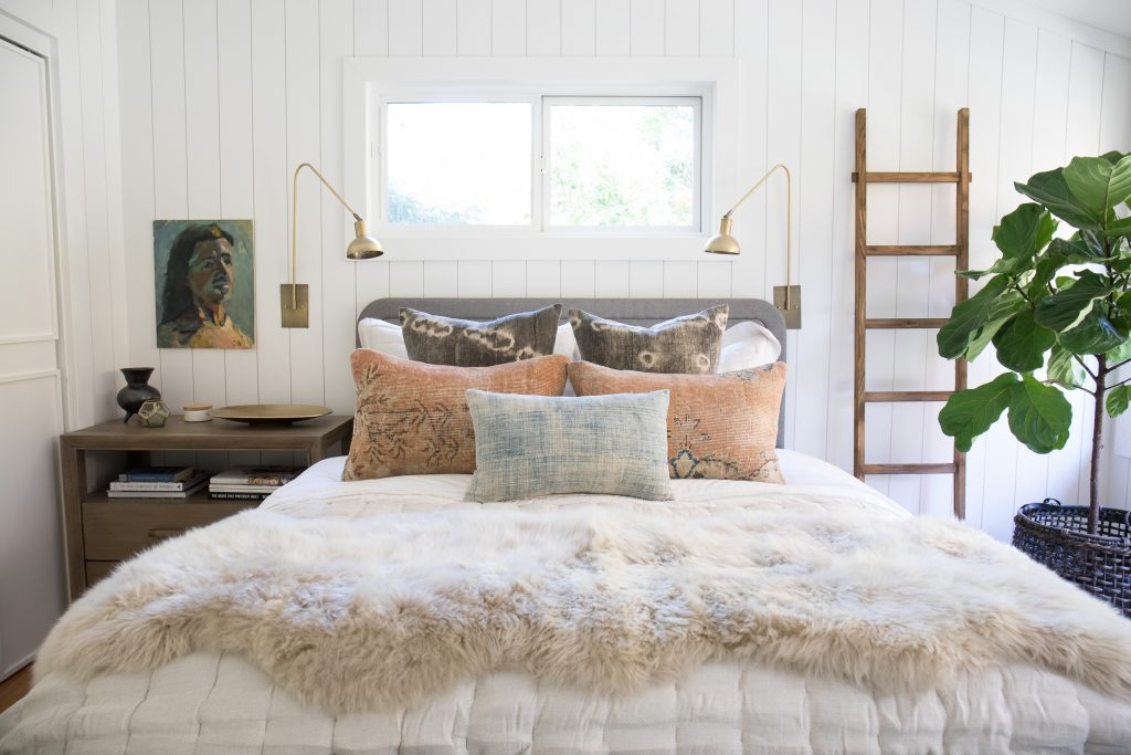 Brittany Makes, of The Vintage Rug Shop, incorporates Metrie Complete pre-painted shiplap in her Fall One Room Challenge 2017 space.